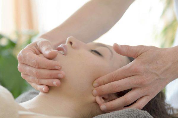 beauty-massage-aesthetic-physio-two_3155